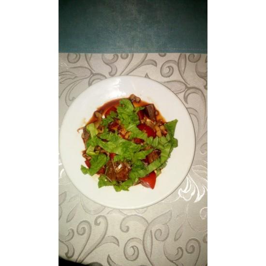Лесная сказка (помидоры, жареное мясо, жареные грибы, чеснок, соевый соус)