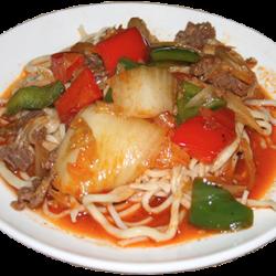 Гуйру лагман (лагман с крупными кусочками мяса и овощами)