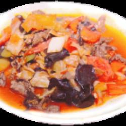 Гуйрусяй (мясо говядины, пекинская капуста, лук, болгарский перец, древесные грибы, специи)
