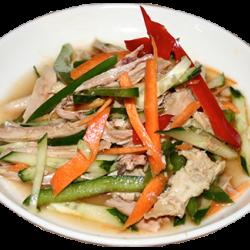 Ляньбяньджи (куриное мясо, огурцы, болгарский перец, лук, специи)