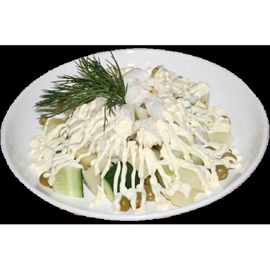 Шедевр (судак, огурцы, зелёный горох, варёный картофель, майонез, зелень)