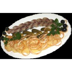 Закуска по-русски (сельдь, картофель, лук, огурец солёный)
