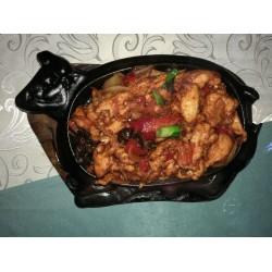 Тебянь-Жифяр (куриные грудки, древесные грибы, зелёный лук, болгарский перец) — 1350 тг.
