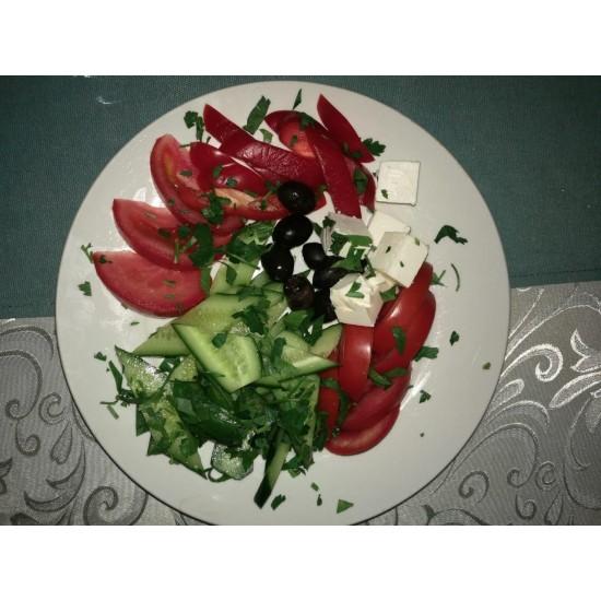 Кавказская закуска (брынза, свежие огурцы, помидоры, перец болгарский, чеснок, зелень)